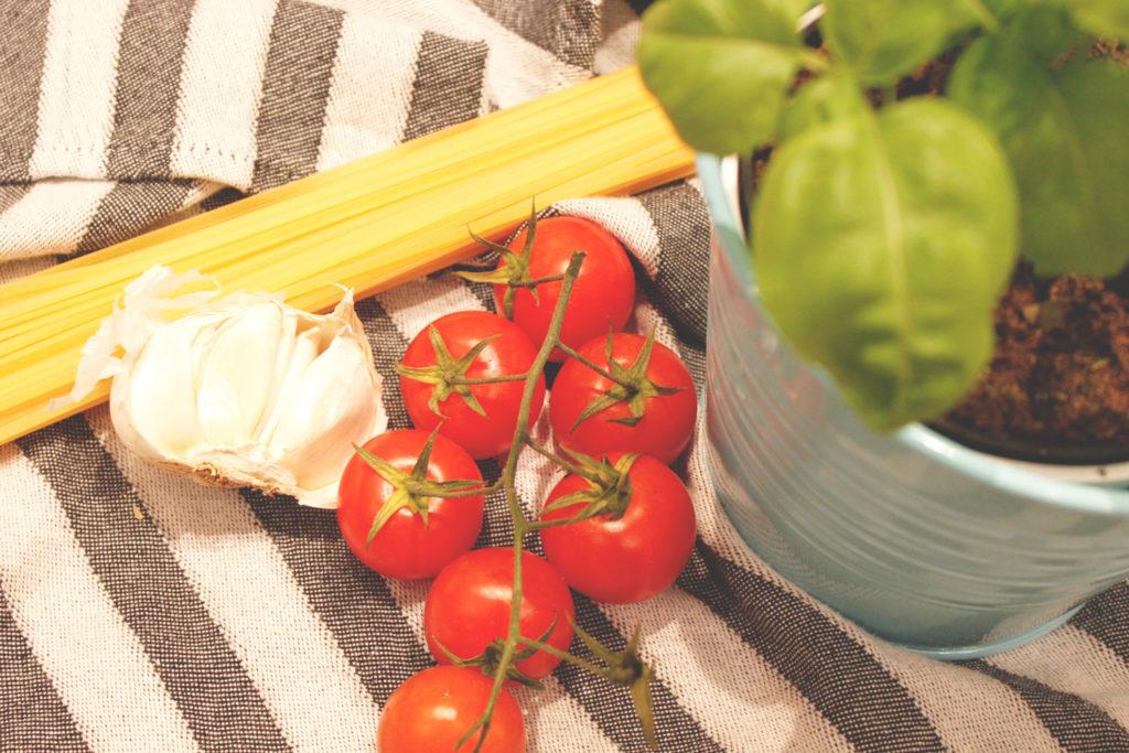 tomate_knobli_basilikum_zutaten